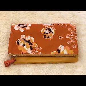Rachel Pally Bags - 4/$25 Rachel Pally reservable floral clutch purse